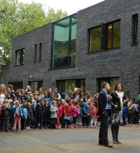 Saskia Boelema bij onthulling van de speelplein van de nieuwe basisschool de Parel in Breda